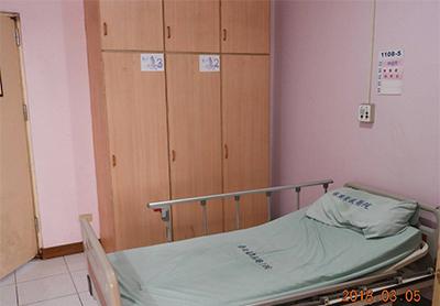 看大圖:病房衣櫃和床位(另開新視窗)